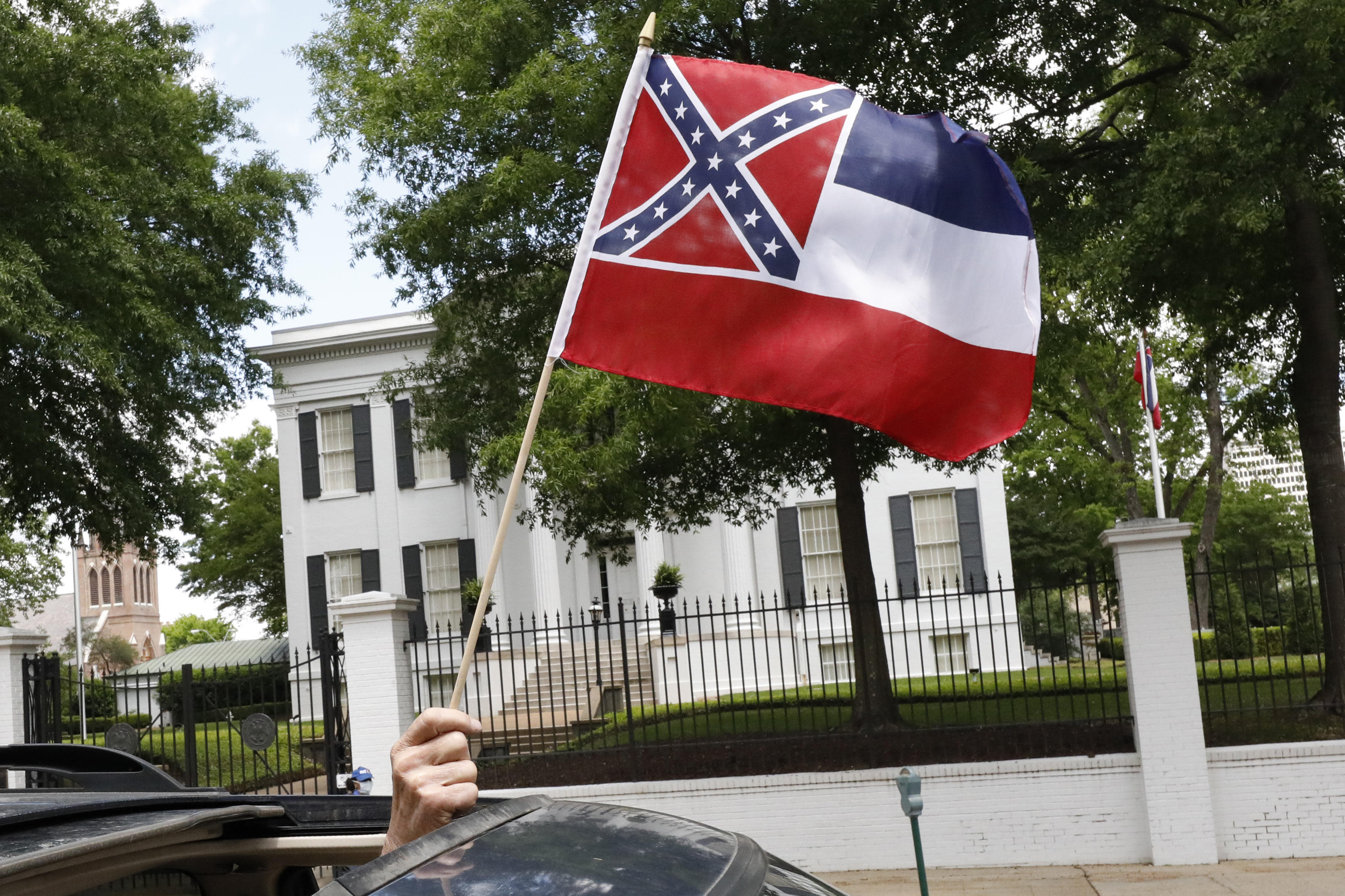 Fight grows in Mississippi over state flag's Confederate emblem