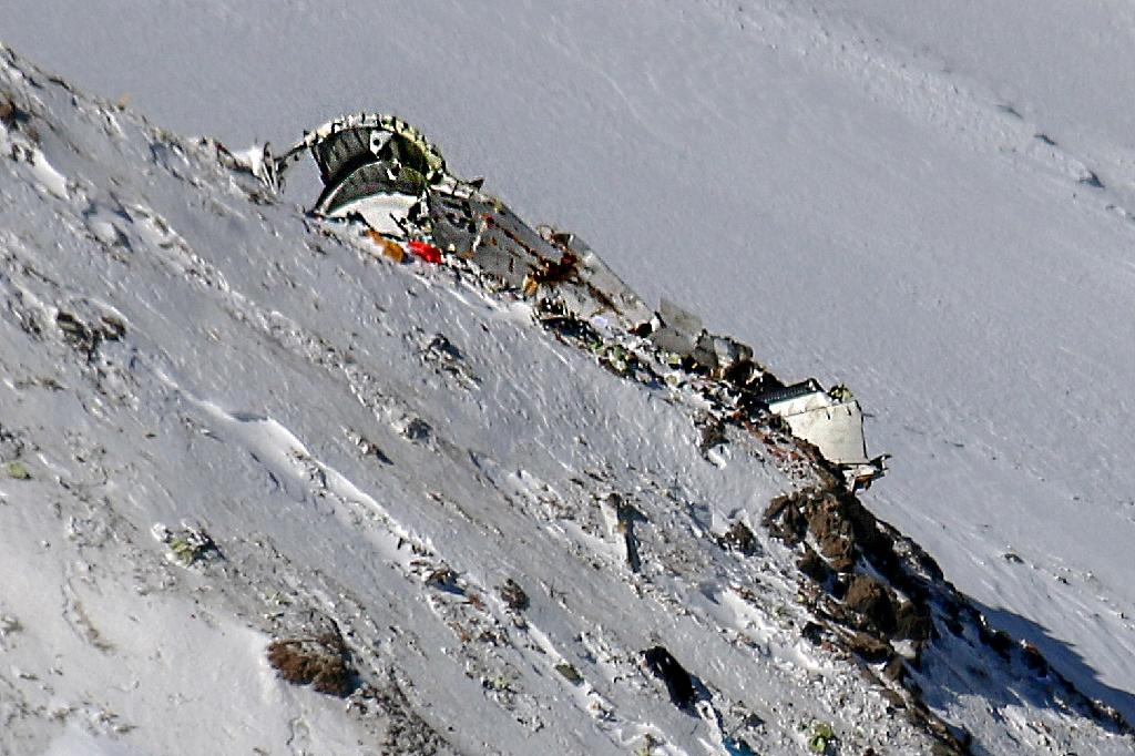 Wreckage of an Iranian airliner is seen in the Zagros mountains (AFP Photo/Mohammed KHADEMOSHEIKH)
