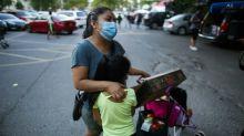 Volta às salas de aula: um dilema para as famílias mais pobres de NY