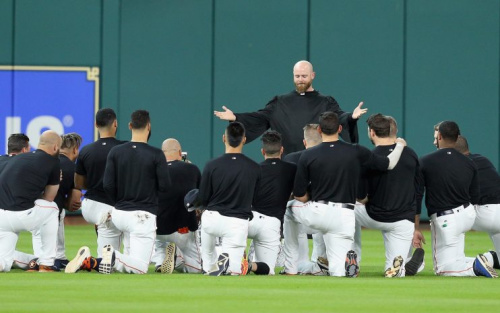 Brian McCann presided over the funeral service for Carlos Beltran's glove. (Getty Images/Bob Levey)