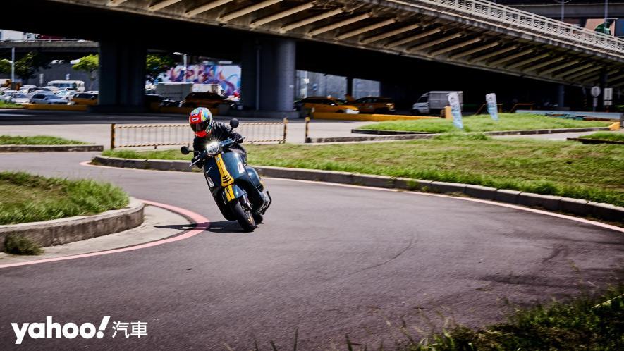自由誠可貴的二輪時光機!2020 Vespa GTS 300 Racing Sixties城郊試駕! - 6