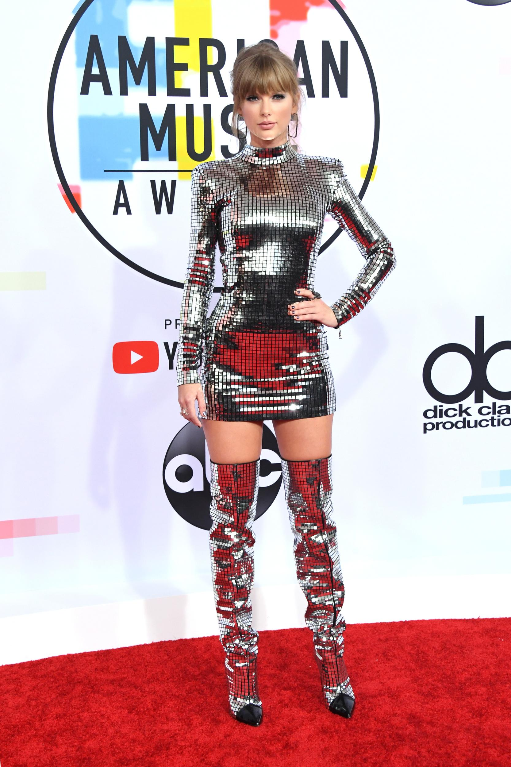 LOS ANGELES, CA - OCTOBER 09: Taylor Swift attends the 2018 American Music Awards at Microsoft Theater on October 9, 2018 in Los Angeles, California. (Photo by Jon Kopaloff/FilmMagic)