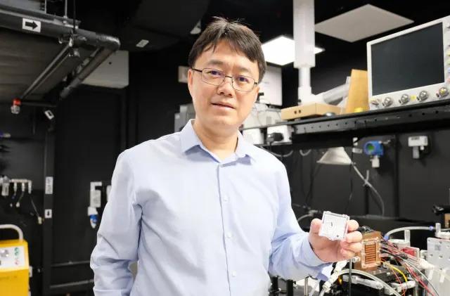 Researchers build the fastest laser-based random number generator