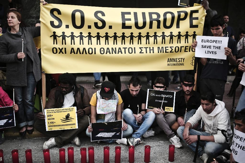 Refugees and immigrants take part in a demonstration against the policies of the European Union for migrants in Athens, on April 22, 2015 (AFP Photo/Angelos Tzortzinis)