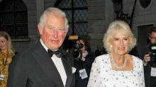 El príncipe Carlos de Inglaterra sale del aislamiento
