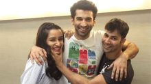 Varun bumps into jaanus Shraddha, Aditya and the pic is cuteness overload!