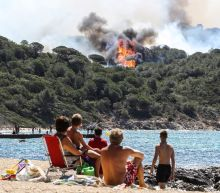 Holidaymakers flee as fires rage in southern France