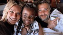 Giovanna Ewbank e Bruno Gagliasso tiram férias com Titi na África