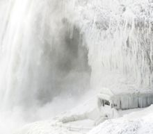 'Frozen' Niagara Falls photos spread across social media
