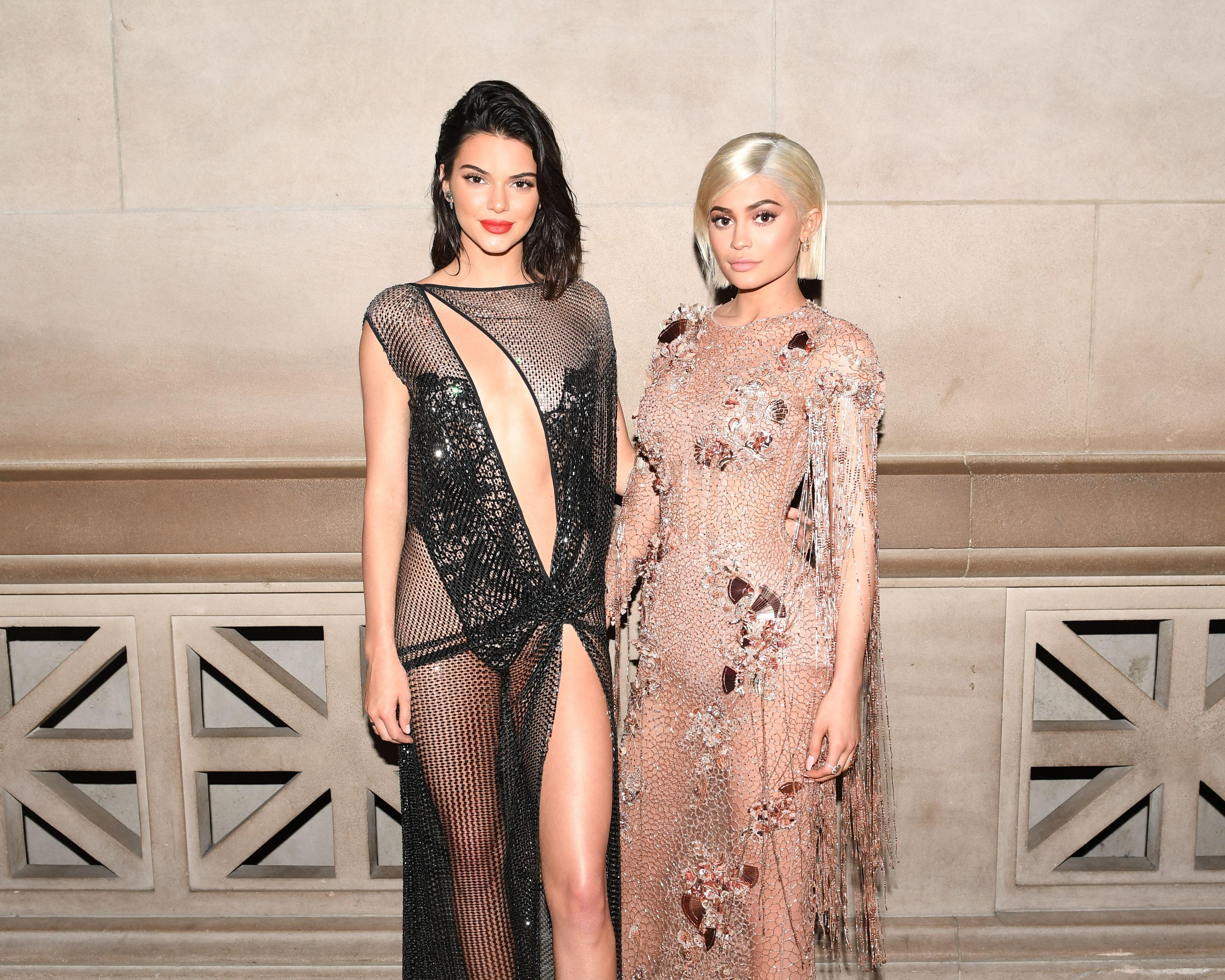 Kendall and kylie jenner criticized for selling vintage for Kendall and kylie vintage t shirts