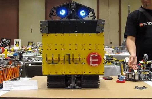Wall-E gets a LEGO Mindstorms NXT makeover, tears up the dance floor (video)