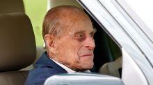 El príncipe Philip en buen estado tras volcar su camioneta