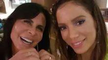 Anitta e Gretchen dançam 'Conga' na mansão da cantora, no Rio