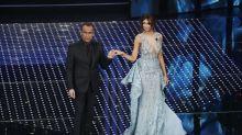 Sanremo 2016: Madalina Ghenea, look da Frozen con scollatura hot