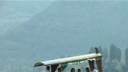 Air fare hike hassles tourists visiting Kashmir