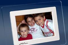 MediaStreet's Pure eMotion 128 digital picture frame