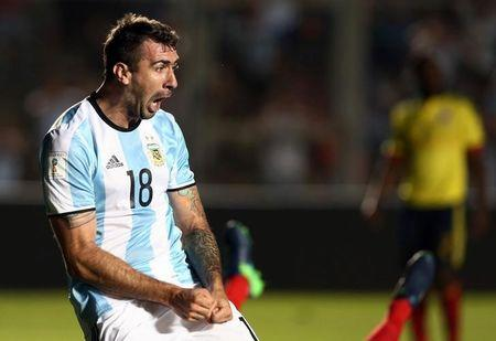 Lucas Pratto, da seleção argentina, comemora gol marcado contra a Colômbia pelas eliminatórias para a Copa do Mundo