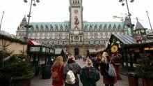 Poller und Klötze - Weihnachtsmärkte rüsten auf