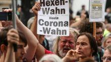 Hunderte Maskenverweigerer ziehen entgegen Polizeianweisung durch Berlin