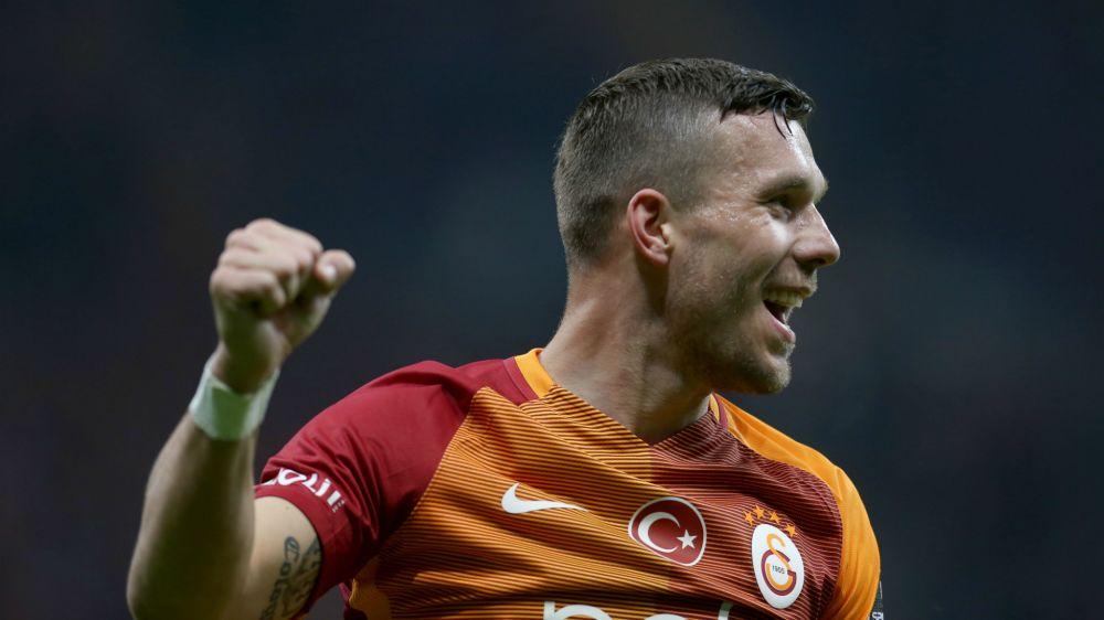 Lukas Podolski bedankt sich bei seinen Fans