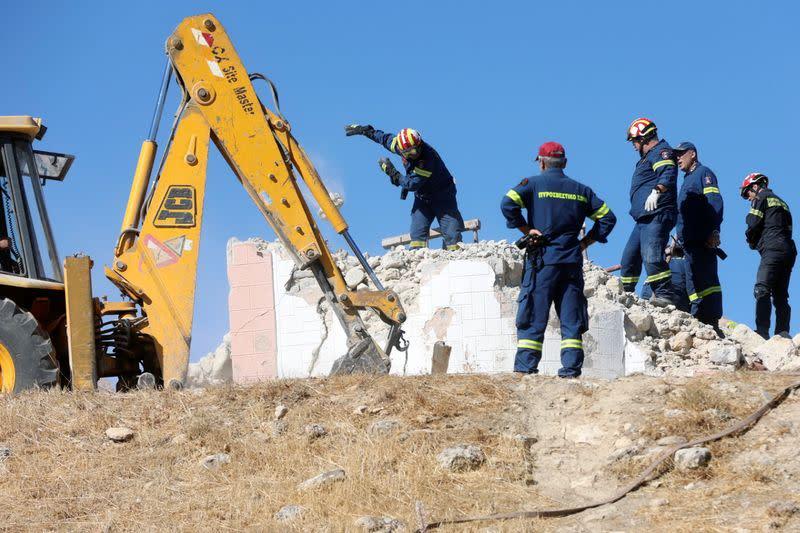 5.8 Earthquake Wrecks Old Buildings in Crete, Killing One Person