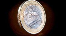 El euro baja a 1,1167 dólares