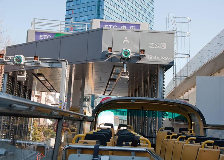 當SKYBUS駛到一般道路到高速公路的入口處時,就足以令人手心冒汗了。車身高度剛好安全通過,看到這不得不讚賞司機大哥的駕駛技術呀!