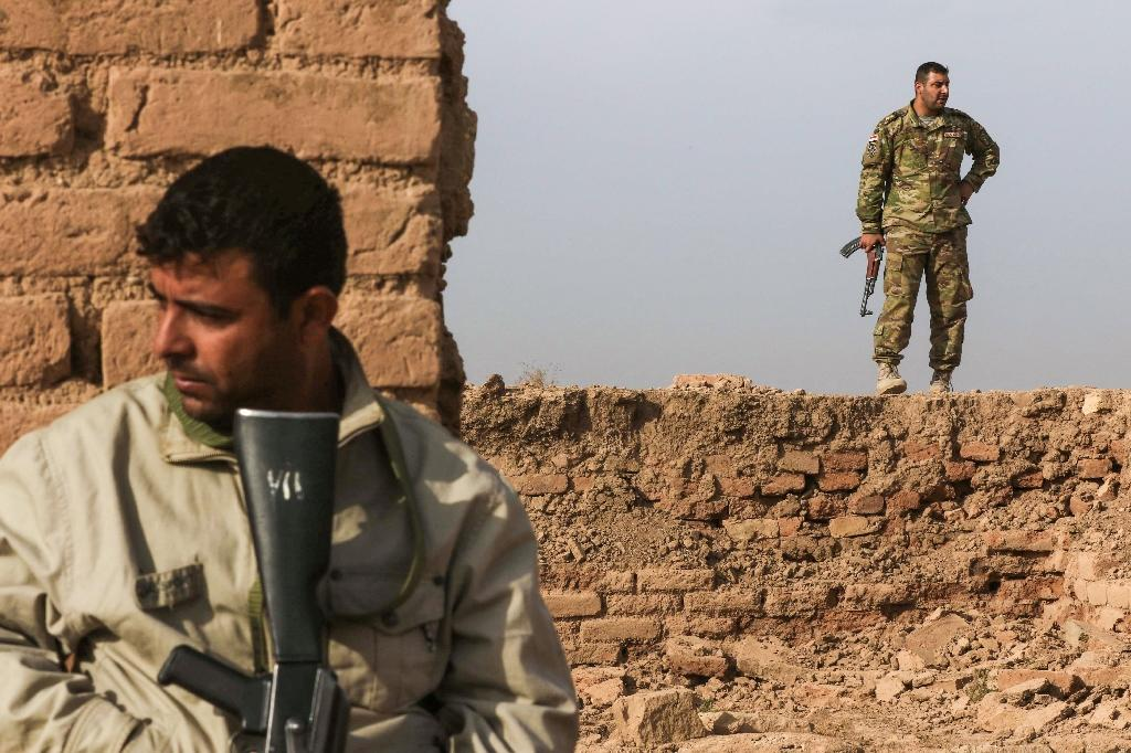 Two Iraqi army soldiers walk across the ancient ruins of Nimrud following the recapture of the ancient town on the outskirts of Mosul from jihadists of the Islamic State group on November 15, 2016 (AFP Photo/Safin Hamed)