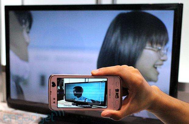 Fujitsu demos ad transmission technology, sends info from TV to handset via smartphone camera (video)