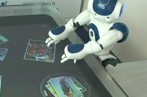 Nao humanoid robot gets its hands on Microsoft's Surface