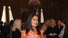 Mira el vestido naranja de Salma Hayek que unos aman y otros detestan