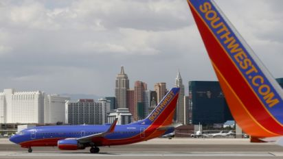 Southwest gives $5,000 to passengers on fatal flight