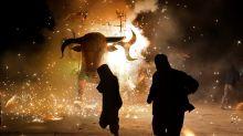 Figuras monumentales con pirotecnia iluminan el estado mexicano de Puebla