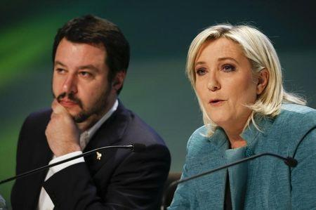 """France's far-right National Front political party leader Marine Le Pen, talks next to Northern League leader Matteo Salvini during a news conference at the end of the """"Europe of Nations and Freedom"""" meeting in Milan, January 29, 2016. REUTERS/Alessandro Garofalo"""