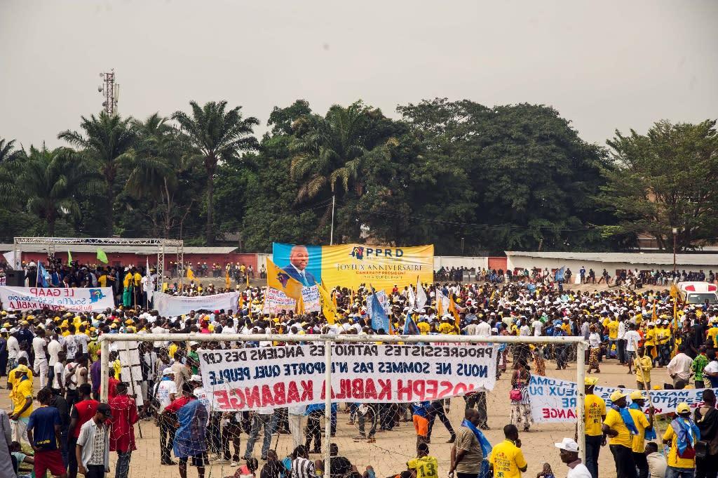 Supporters of Democratic Republic of Congo's President Joseph Kabila celebrate his 45th birthday in the popular Kitembe neighbourhood of Kinshasa on June 4, 2016 (AFP Photo/Junior D. Kannah)