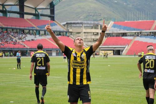 El paraguayo Aquino es el goleador del fútbol venezolano