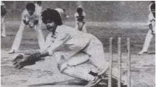 Shah Rukh Khan Looks Unrecognisable in This Black and White Picture of Him Playing Cricket
