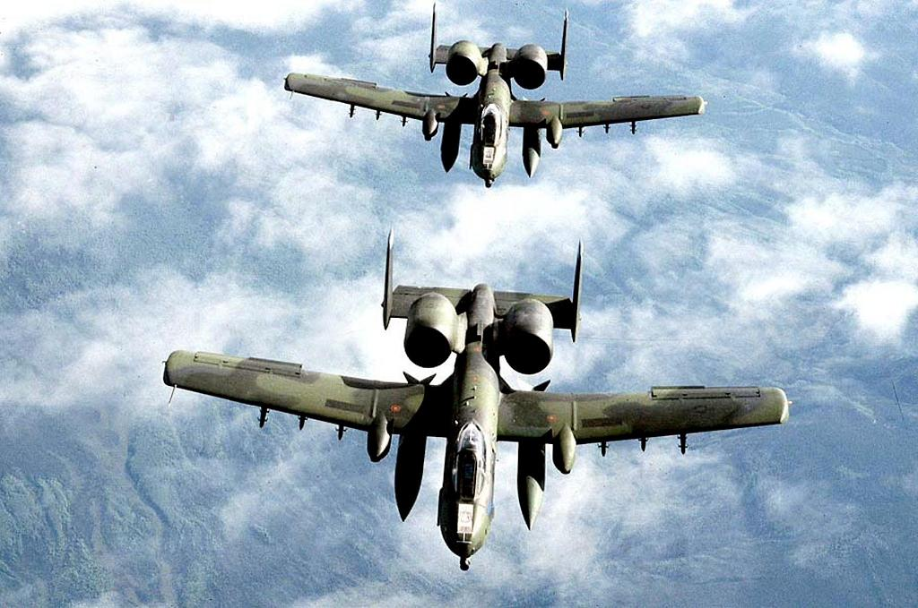 US A-10 ground-attack planes, known for their ability to destroy tanks, are being deployed in Syria and Iraq