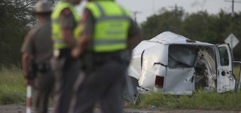 10 killed as overcrowded van crashes in Texas