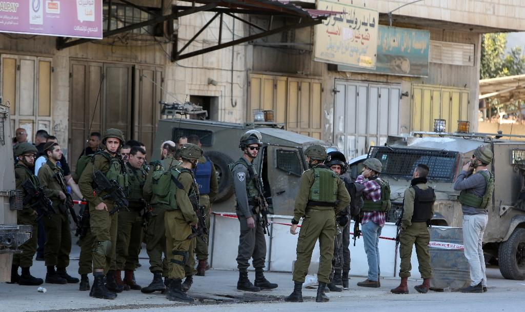 Israeli security forces gather at the site of a reported stabbing attack near the Huwara checkpoint near the West Bank city of Nablus (AFP Photo/Jaafar Ashtiyeh)
