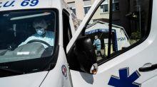 """Coronavirus: """"On peut encore faire face à des besoins critiques"""" à Lyon, assure Georges Képénékian"""