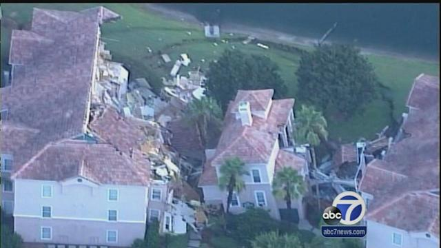 Sinkhole causes resort villa to collapse in Florida