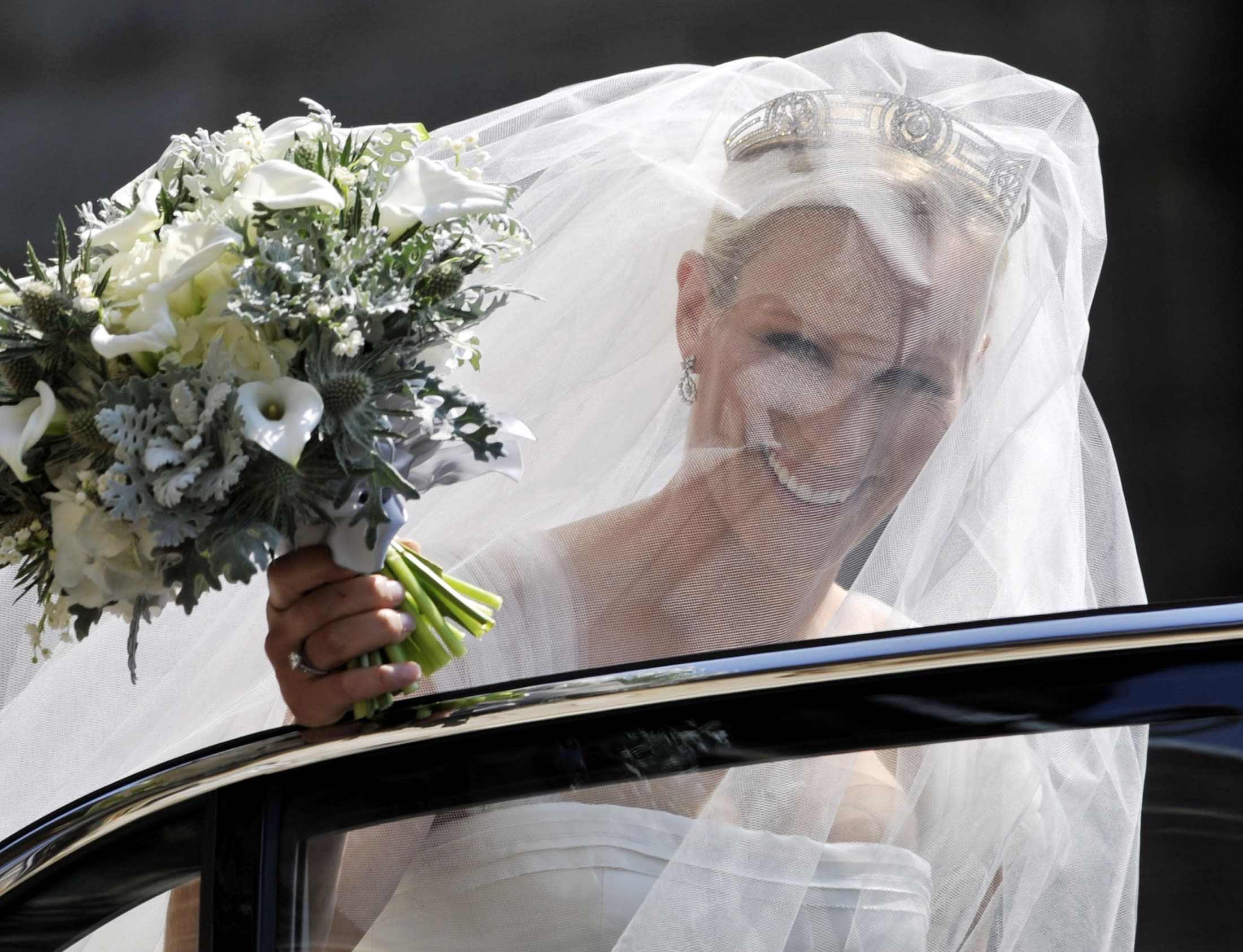 Britain's Zara Philips, the eldest granddaughter of Queen Elizabeth, arrives back at Holyrood Palace after her marriage to England rugby captain Mike Tindall, at Canongate Kirk in Edinburgh, Scotland July 30, 2011.   REUTERS/Phil Wilkinson/Pool       (BRITAIN - Tags: ENTERTAINMENT SOCIETY ROYALS SPORT)