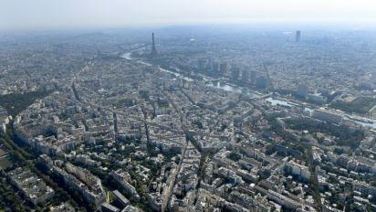 Unidades especializadas desativam bomba da Segunda Guerra Mundial em Paris