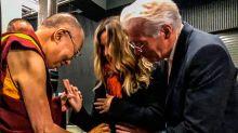 ¡Richard Gere y Alejandra Silva serán papás! Lo confirman después de darle la noticia (primero) al Dalai Lama