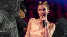 Miley ficou dois anos sem usar biquíni após ser comparada com peru