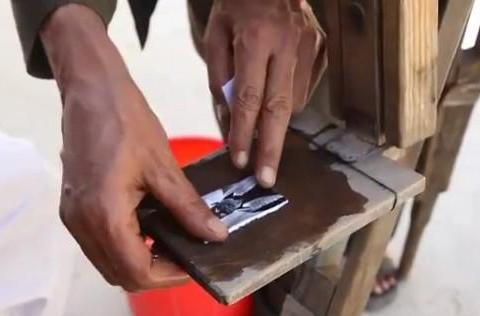 Afghan photographers eschew electronics for wooden camera portraits (video)