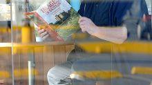 OMG Look @ Meghan Markle's Dad Read a Britain Book