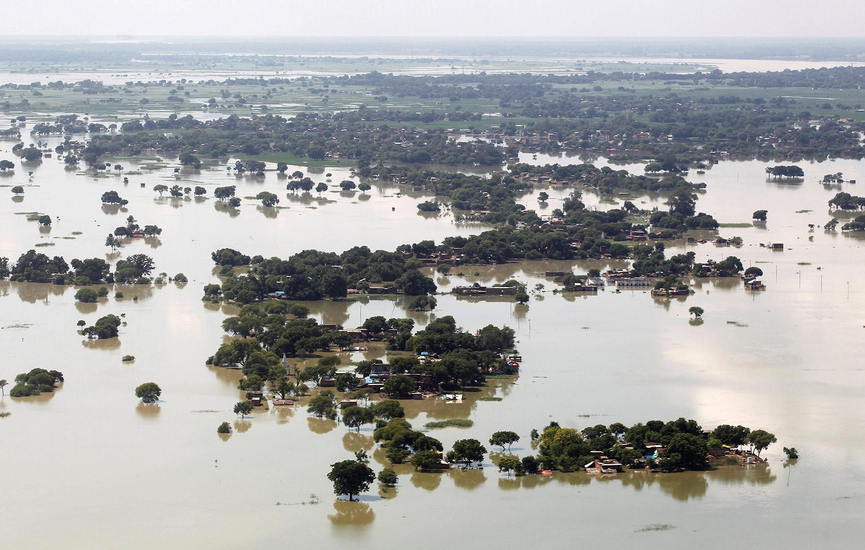 <p>An aerial view of a flooded village on the outskirts of Allahabad, India, Aug. 24, 2016. (Photo: Jitendra Prakash/Reuters) </p>