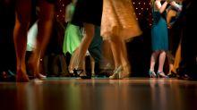 La polémica medida de un instituto en EEUU para celebrar un baile sin mascarillas